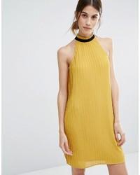 goldenes schwingendes Kleid mit Rüschen von Vero Moda