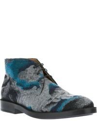 graue bedruckte Chukka-Stiefel aus Leder