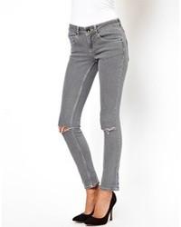 graue enge Jeans mit Destroyed-Effekten von Asos