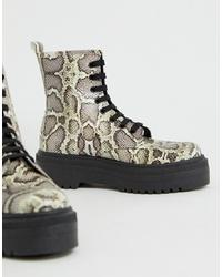 graue flache Stiefel mit einer Schnürung aus Leder mit Schlangenmuster von ASOS DESIGN