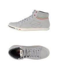 graue hohe Sneakers aus Wildleder