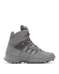 graue hohe Sneakers aus Wildleder von 032c