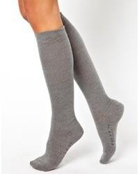 graue hohen Socken von Falke