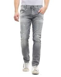 graue Jeans mit Destroyed-Effekten von Le Temps des Cerises