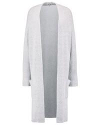 graue Strickjacke mit einer offenen Front von KIOMI