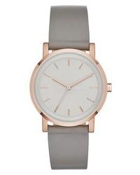 graue Uhr von DKNY