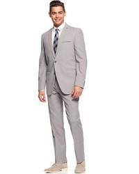 grauer Anzug aus Seersucker