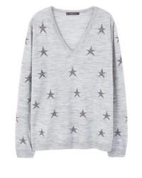grauer bedruckter Pullover mit einem V-Ausschnitt von Mango