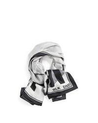 grauer bedruckter Schal
