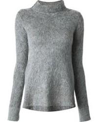 grauer flauschiger Pullover mit einem Rundhalsausschnitt