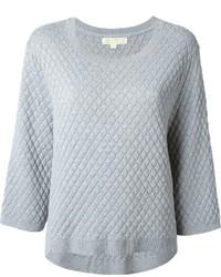 grauer gesteppter Pullover mit einem Rundhalsausschnitt