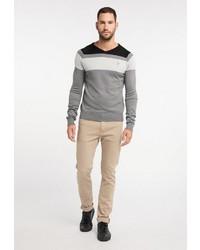 grauer horizontal gestreifter Pullover mit einem V-Ausschnitt von Dreimaster