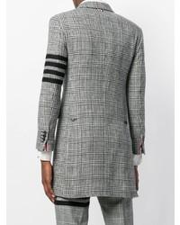grauer Mantel mit Schottenmuster von Thom Browne