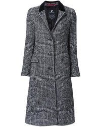 grauer Mantel mit Schottenmuster