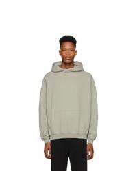 grauer Pullover mit einem Kapuze von Haider Ackermann