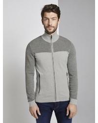 grauer Pullover mit einem Reißverschluß von Tom Tailor