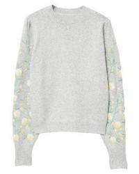 grauer Pullover mit einem Rundhalsausschnitt mit Blumenmuster von Mango