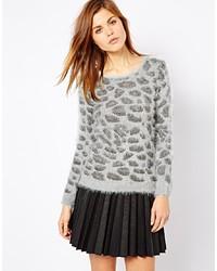 grauer Pullover mit einem Rundhalsausschnitt mit Leopardenmuster von A Wear