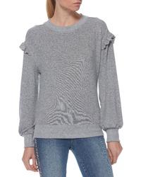 grauer Pullover mit einem Rundhalsausschnitt mit Rüschen