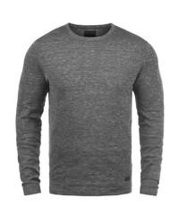 grauer Pullover mit einem Rundhalsausschnitt von Produkt