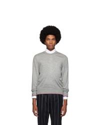grauer Pullover mit einem Rundhalsausschnitt von Thom Browne