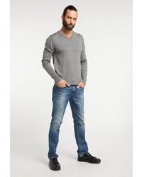 grauer Pullover mit einem V-Ausschnitt von Dreimaster