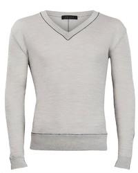 grauer Pullover mit einem V-Ausschnitt von Falke