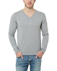 grauer Pullover mit einem V-Ausschnitt von James Tyler