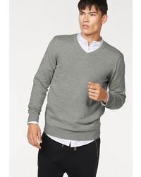 grauer Pullover mit einem V-Ausschnitt von John Devin