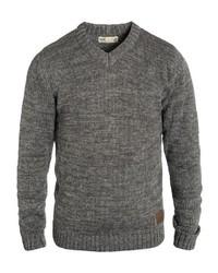 grauer Pullover mit einem V-Ausschnitt von Solid