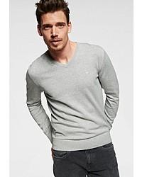 grauer Pullover mit einem V-Ausschnitt von Tom Tailor