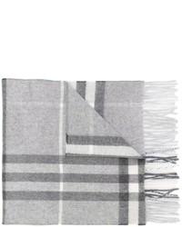 grauer Schal mit Karomuster von Burberry