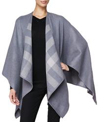 grauer Schal mit Schottenmuster