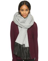 grauer Schal von Mackage