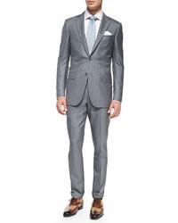 grauer vertikal gestreifter Anzug