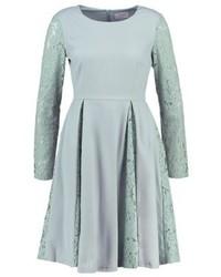 graues ausgestelltes Kleid aus Spitze von Carolina Cavour