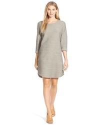 graues gerade geschnittenes Kleid mit Reliefmuster