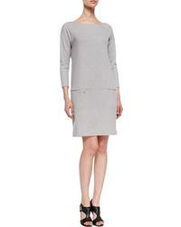 graues gerade geschnittenes Kleid