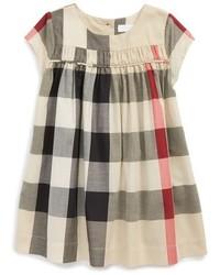 graues Kleid mit Schottenmuster