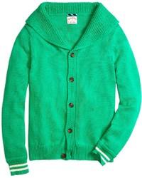 grüne Strickjacke mit einem Schalkragen