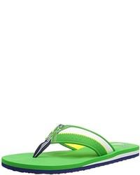 grüne Zehensandalen