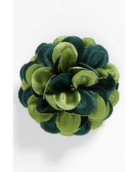 grüner Anstecknadel mit Blumenmuster