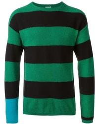 grüner horizontal gestreifter Pullover mit einem Rundhalsausschnitt