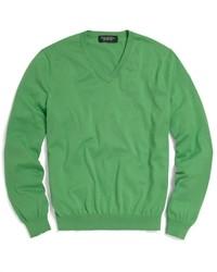 grüner Pullover mit einem V-Ausschnitt