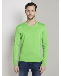grüner Pullover mit einem V-Ausschnitt von Tom Tailor