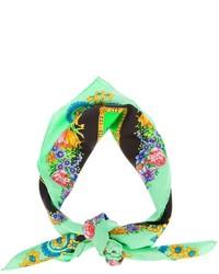 grüner Schal mit Blumenmuster