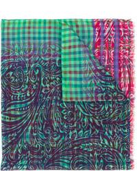 grüner Schal mit Karomuster