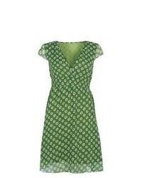 grünes bedrucktes Freizeitkleid