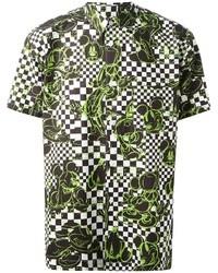 grünes bedrucktes Kurzarmhemd