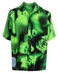 grünes bedrucktes Kurzarmhemd von McQ
